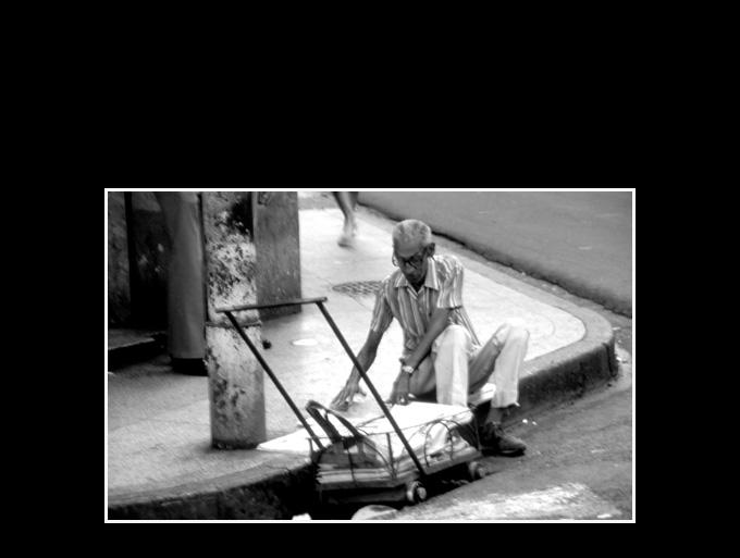 Cuba 89. Vendeur de journaux